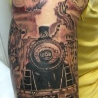 Tatuaggio del treno enorme incompiuto a mezza manica combinato con un grande albero