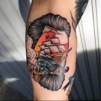 mozzafiato stile dipinto colorato faccia fumando con rittratto barca tatuaggio su braccio