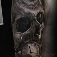 Tatuaje de brazo superior combinado inusual del cráneo humano con ojo y reloj de mujer