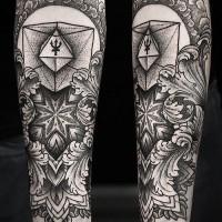 insolito stile inchiostro nero floreale con figure geometriche tatuaggio su braccio