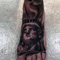 molto realistico vecchia statua della liberta` corrotta tatuaggio su piede