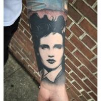 Tatuaggio di tipo vintage in stile ritratto dipinto da Michael J Kelly sull'avambraccio