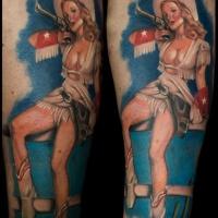 stile d'epoca colorato ragazza cov sexy tatuaggio su gamba