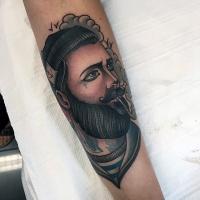 stile d'epoca colorato ritratto di marinaio fumando tatuaggio su braccio