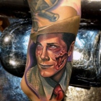 antico stile colorato uomo zombie tatuaggio su braccio