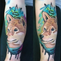 Watercolor style colored biceps tattoo of wolf with crown