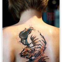 aquarello tigre e topo tatuaggio stile asiatico sulla schiena