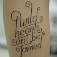 Tatuaje  de inscripción, letra preciosa