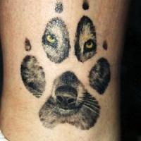 Tatuaggio carino la traccia del lupo