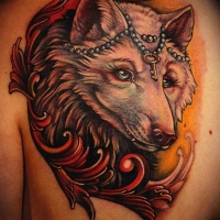Tatuaje  de zorro blanco con llave diminuta