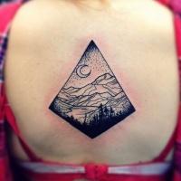 bellissimo disegno piccolo triangolo a tema di montagna tatuaggio su schiena