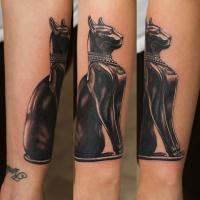 Tatuaje en el antebrazo, estatua realista de gato egipcio fantástico
