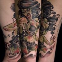 Wunderbarer detaillierter und farbiger sexy weiblicher Zombie mit Gewehr Tattoo am Bein