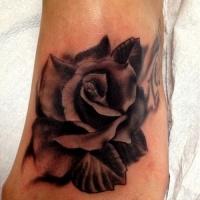 bel fiore scuro tatuaggio dipinto su piede di ragazza