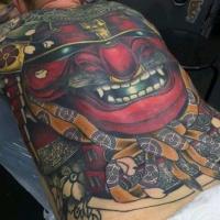 Tatuaje en la espalda, máscara roja masiva de samurái