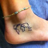 mappa mondiale piccolo tatuaggio su caviglia