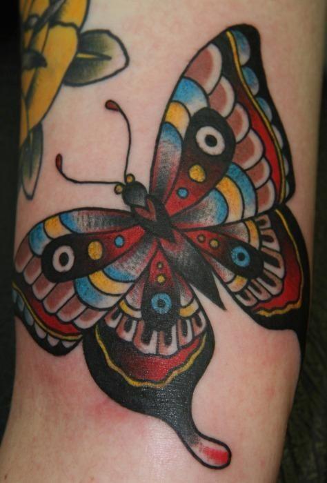 farfalla tradizionale tatuaggio per femmine