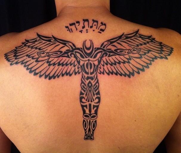 grande tribale angelo tatuaggio pieno di schiena
