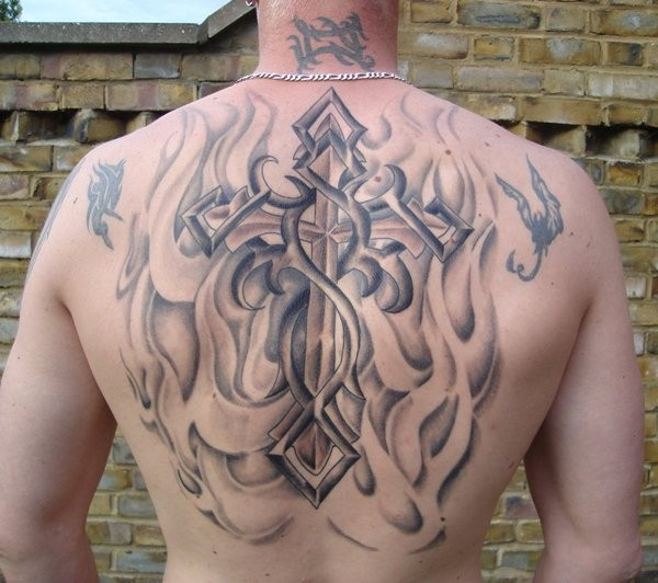 croce a stile tribale tatuaggio sulla schiena