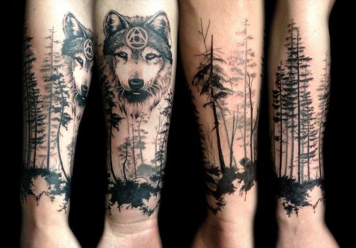Typisches Im Blackwork Stil Unterarm Tattoo Wald Mit Mystischem Wolf