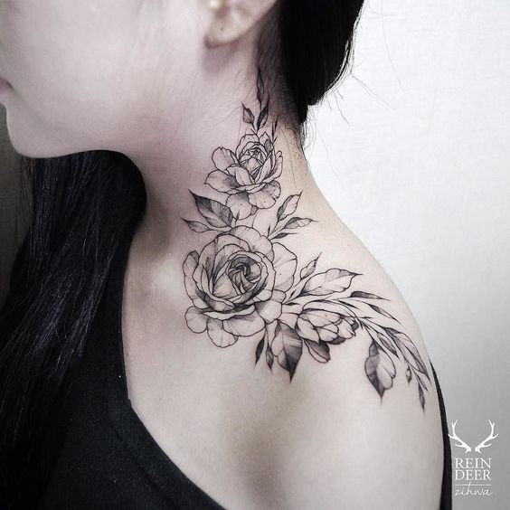 Typical Zihwa scapular tattoo of cute roses and leaves