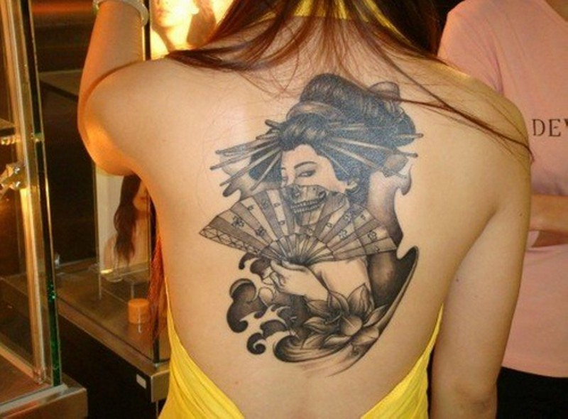 Unusual black ink back tattoo of seductive geisha with fan and flowers