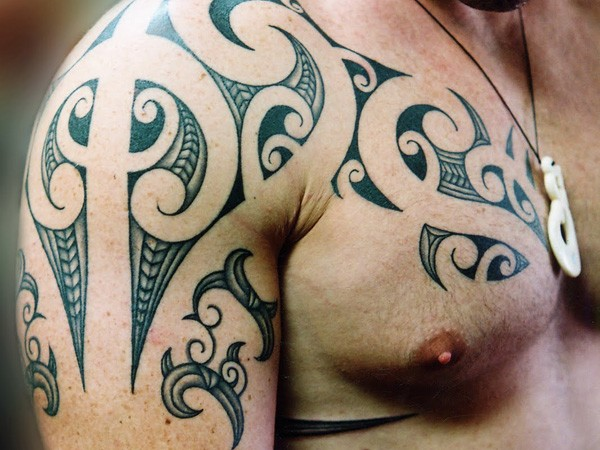 unusual black tribal irish tattoo on shoulder. Black Bedroom Furniture Sets. Home Design Ideas