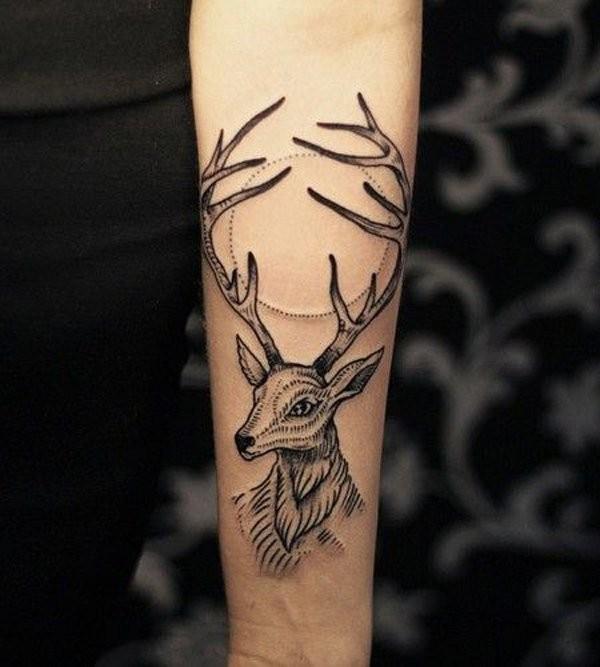 insolito stile piccolo inchiostro nero cervo tatuaggio su braccio