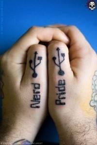 portale elettronico tatuaggio sulle mani