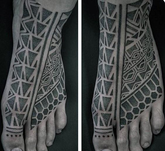 Tatuaje en el pie, ornamento detallado exclusivo