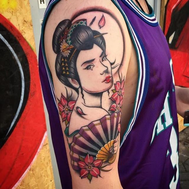 Usual shoulder tattoo of Asian woman with flowers and fan