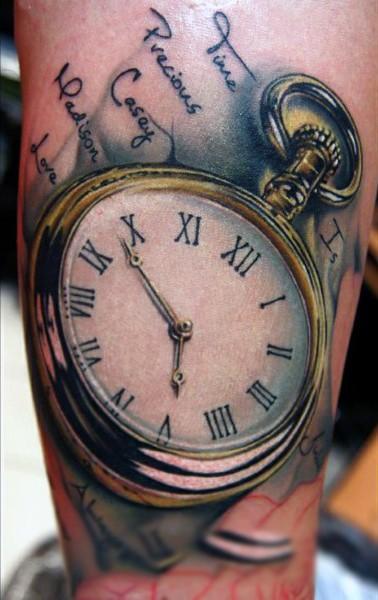 Tatuaje En El Brazo Reloj De Bolsillo Realista Con Inscripción
