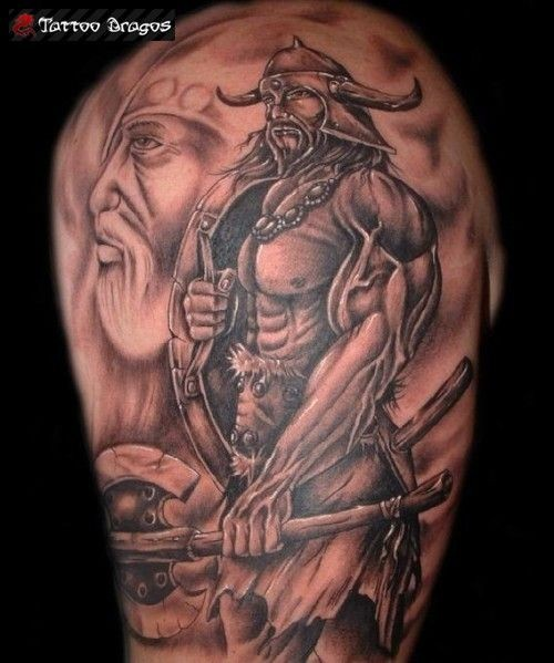 viching blindato con le armi tatuaggio