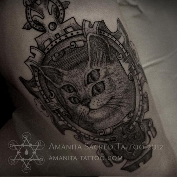 Vintage dot style impressive looking tattoo of mystical cat with beautiful mirror