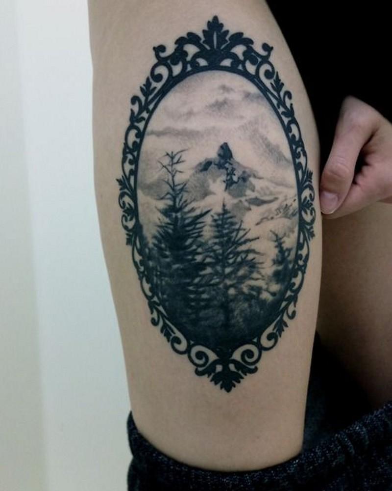 bel quadro d&quotepoca nero e bianco natura in cornice tatuaggio su coscia