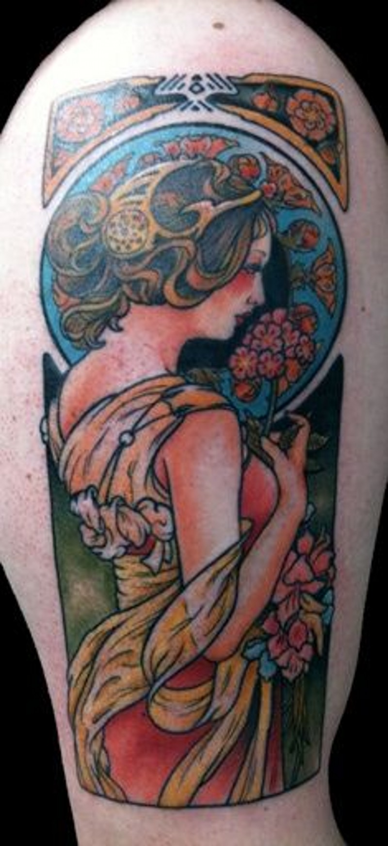 Vintage painting like colored shoulder tattoo fo woman with flowers