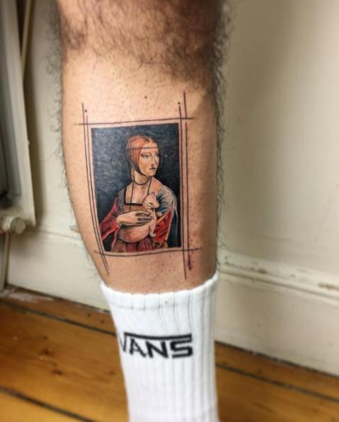 Tatuaggio di gamba colorata stile vintage di vecchia donna con animale carino