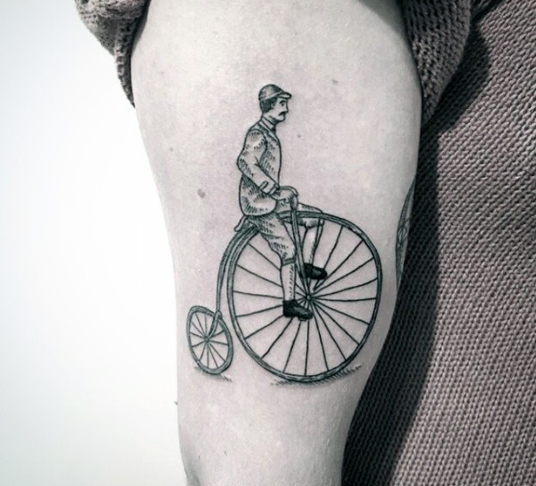 Vintage style painted big antic bicycle tattoo on thigh