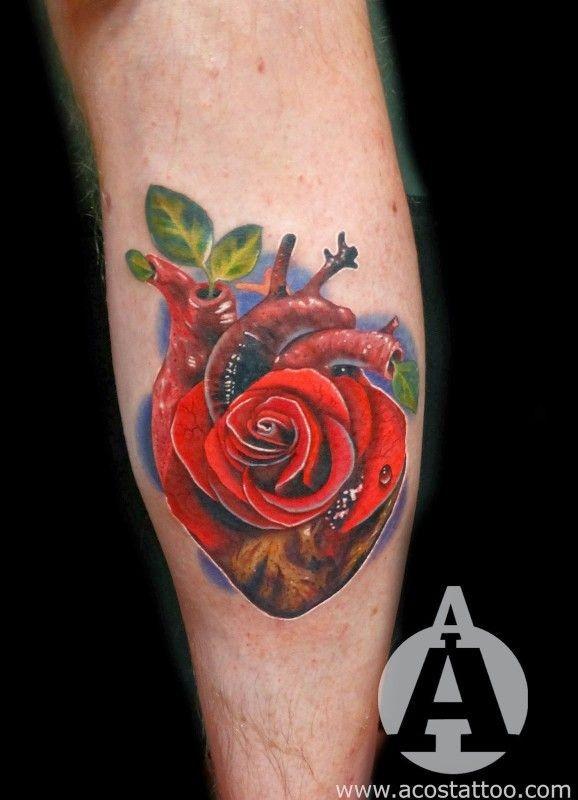 Tatuaje en el antebrazo, corazón con rosa
