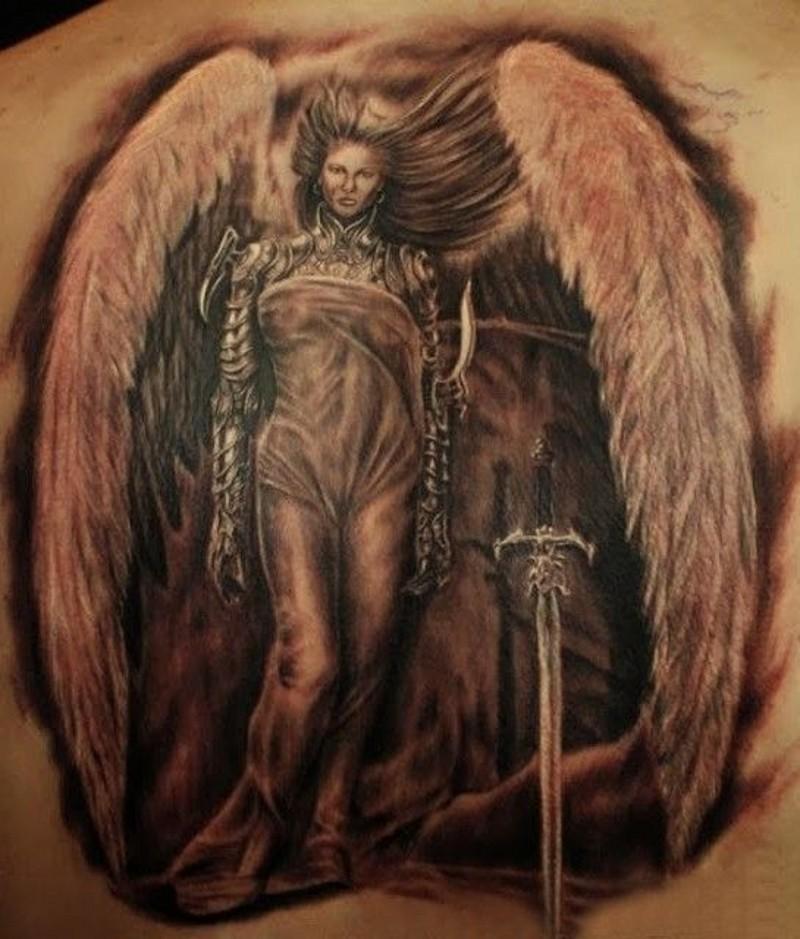 Tatuaje de una ángel de mujer guerrera con una espada.