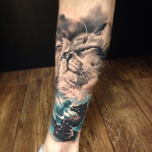acquerello gatto con pezzi degli scacchi avambraccio tatuaggio