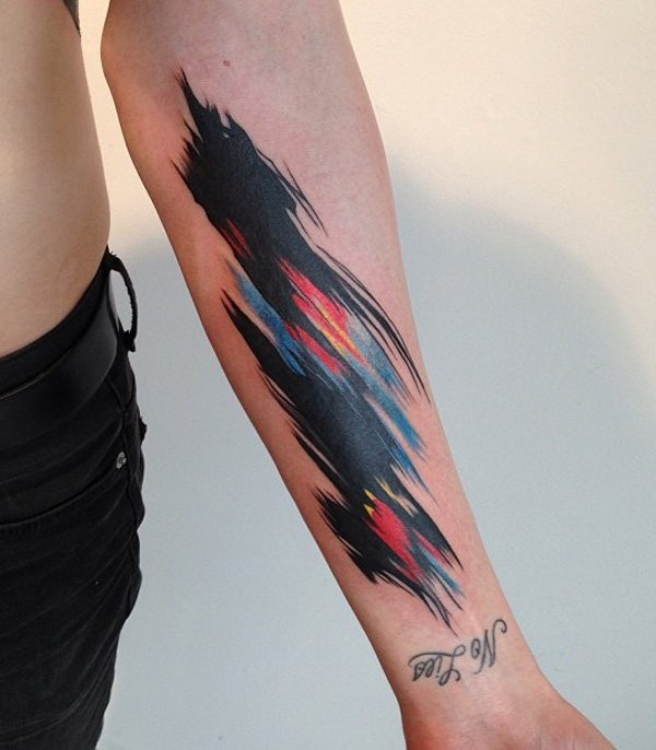 acquarello colorato macchia e unascritta tatuaggio mezza manica