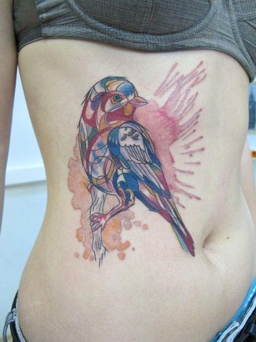 bei acquarello uccello tatuaggio sulle costolette