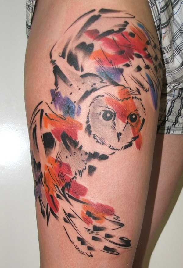 Watercolor style colored thigh tattoo of flying owl