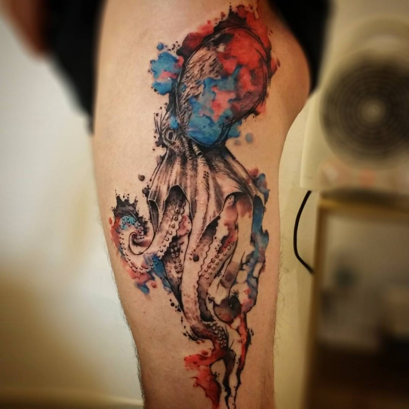 Watercolor style cool looking thigh tattoo of large octopus