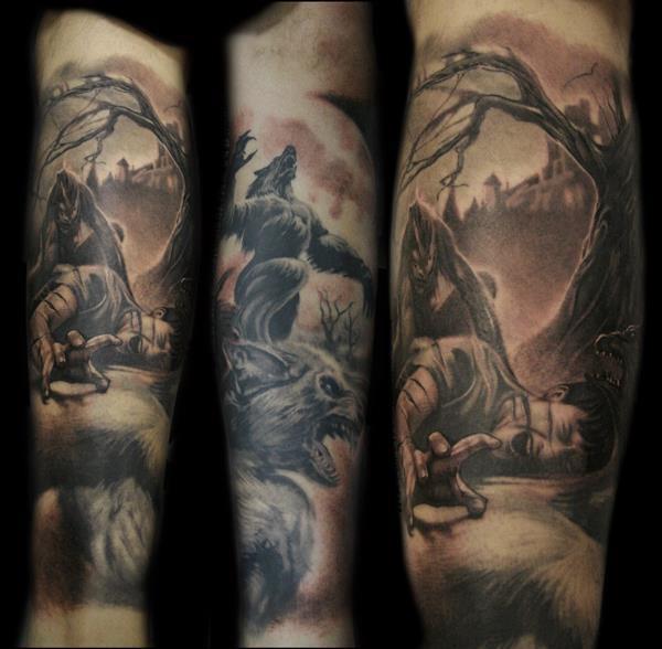 Tatuaggio impressionante sul braccio il lupo mannaro attacca l&quotuomo