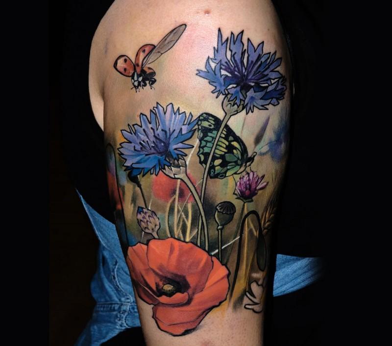 Wildblumen Im Feld Farbiges Lebensechtes Schulter Tattoo Mit