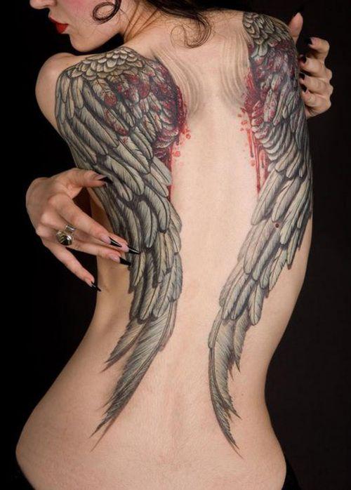 Tatuaggio grande sulla schiena le ali enorme