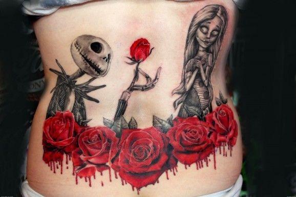 eccezionale dipinto eroe mostro cartone animato con fiori sanguinante tatuaggio su parte bassa della schiena