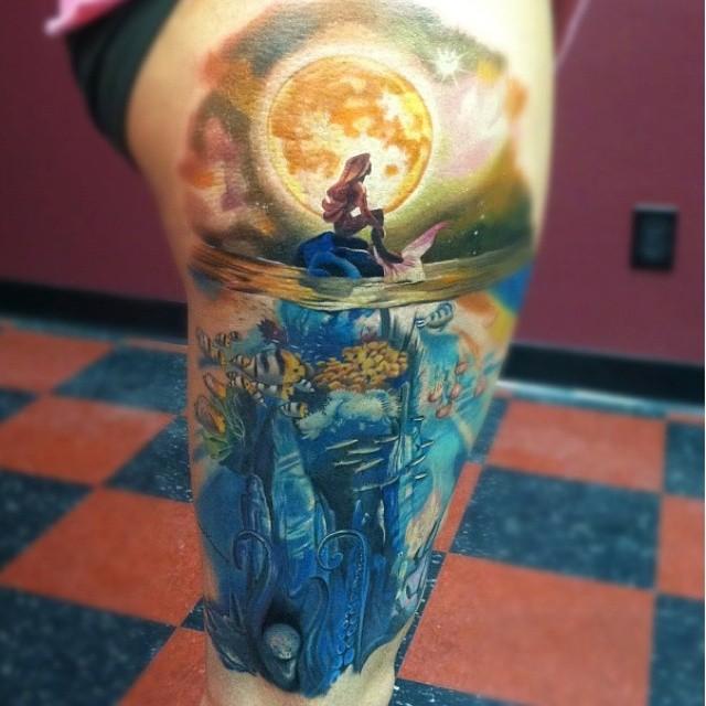 acquarello sirena realistico tatuaggio sulla coscia